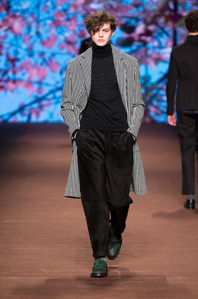 http://www.fashionsnap.com/collection/etro/mens/2016-17aw/gallery/index45.php