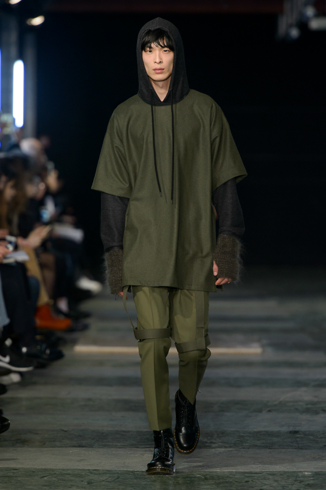 http://www.fashionsnap.com/collection/etudes-studio/2016-17aw/gallery/index5.php