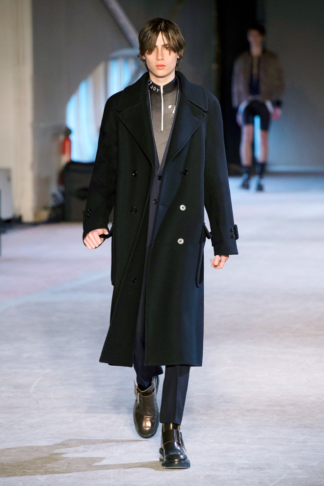 http://www.fashionsnap.com/collection/maison-margiela/mens/2016-17aw/gallery/index10.php