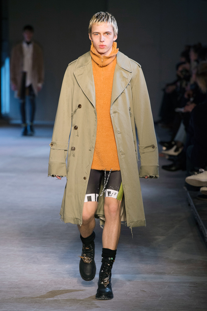 http://www.fashionsnap.com/collection/maison-margiela/mens/2016-17aw/gallery/index24.php