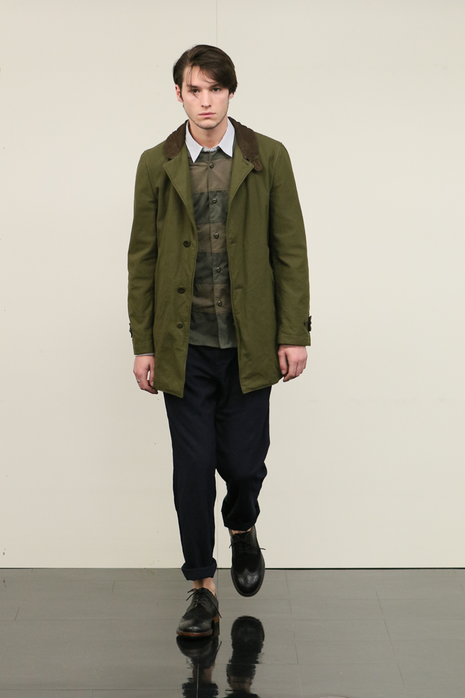 http://www.fashionsnap.com/collection/comme-des-garcons/homme/2016-17aw/gallery/index15.php