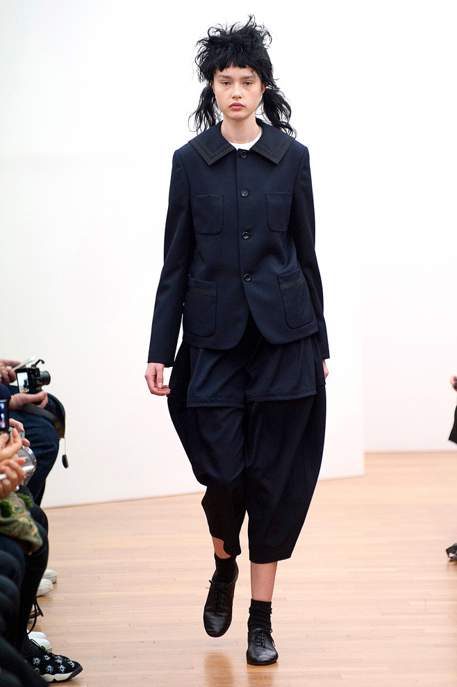 http://www.fashionsnap.com/collection/comme-des-garcons/commedesgarcons/2015-16aw/gallery/index36.php