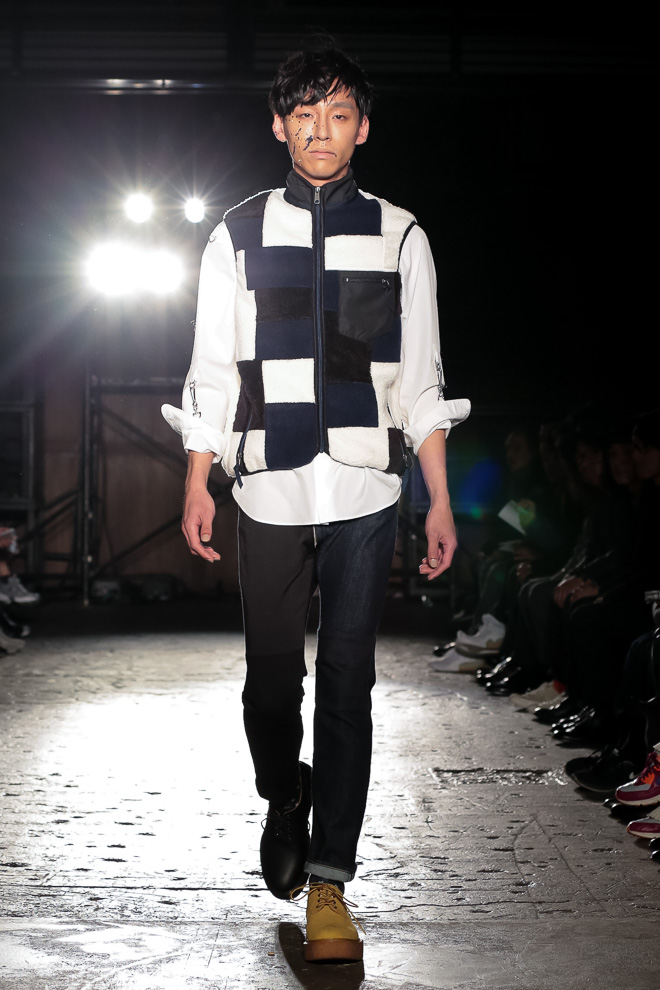 http://www.fashionsnap.com/collection/comme-des-garcons/ganryu/2016-17aw/gallery/index17.php