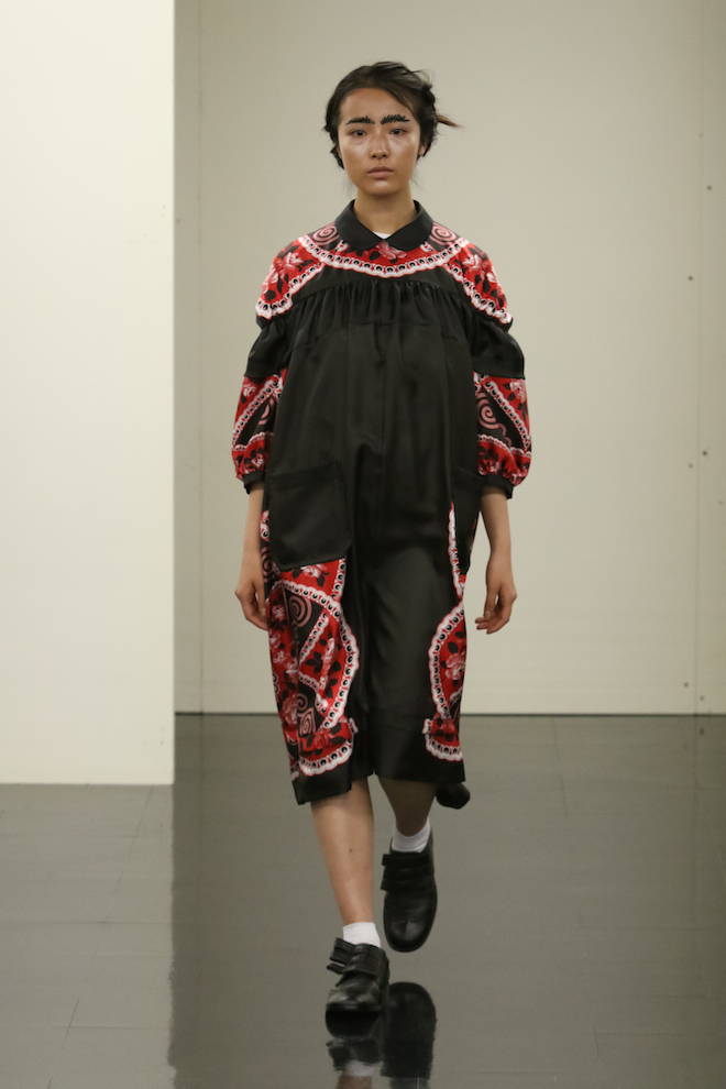 http://www.fashionsnap.com/collection/comme-des-garcons/tricot/2016-17aw/gallery/index42.php