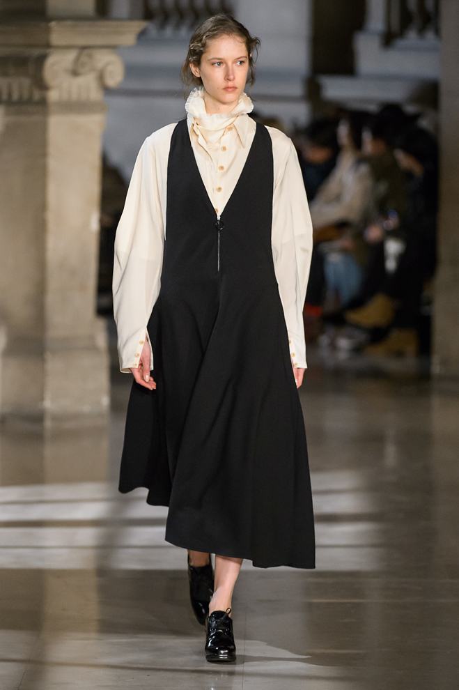 http://www.fashionsnap.com/collection/lemaire/womens/2016-17aw/gallery/index22.php